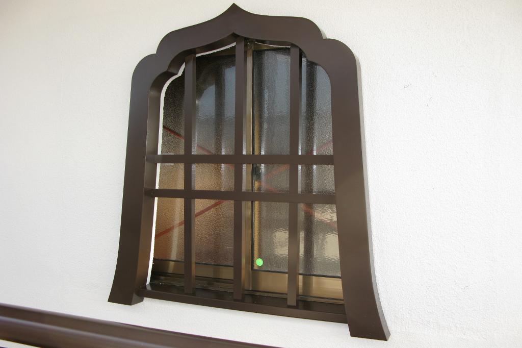 オールアルミ製 花頭窓(火灯窓)